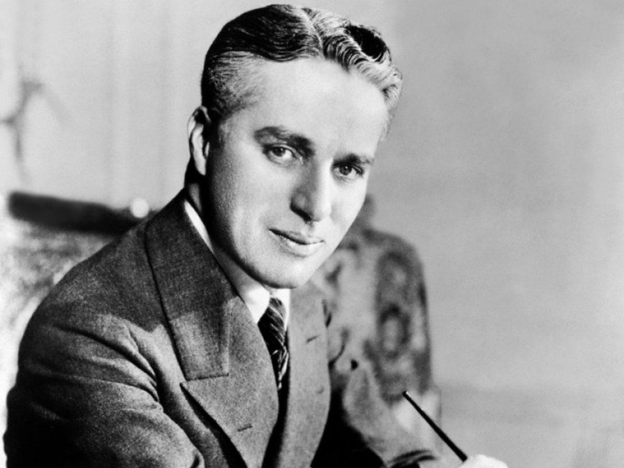 Charlie Chaplin: A tri...